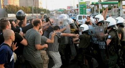 police against Greek steelworkers of Aspropirgos